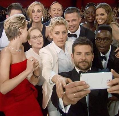 foto-selfie-BradleyCooper